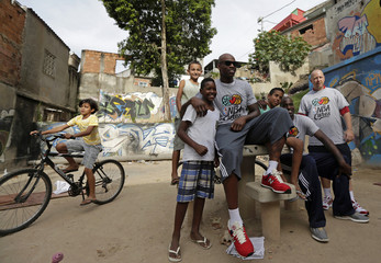Washington Wizards' Al Harrington poses with children after NBA event at Complexo do Alemao slums complex in Rio de Janeiro