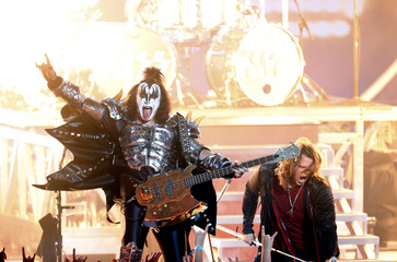 """Simmons of Kiss and finalist Johnson perform """"Love Gun/Shout it Out Loud"""" during the American Idol XIII 2014 Finale in Los Angeles"""