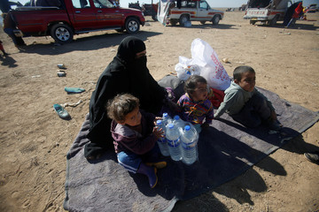 Displaced people from the outskirts of Mosul arrive in the town of Bashiqa