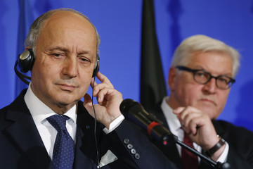 French Foreign Affairs Minister Fabius and German Foreign Minister Steinmeier attend a news conference in Paris