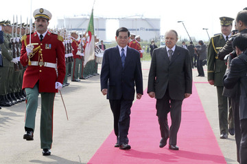 Algerian President Abdelaziz Bouteflika and Vietnam's President Nguyen Minh Triet inspect the guard of honour during a welcome ceremony at the airport in Algiers