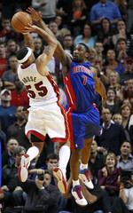 Miami Heat's Eddie House shoots over Detroit Pistons Ben Gordon during NBA basketball action in Miami