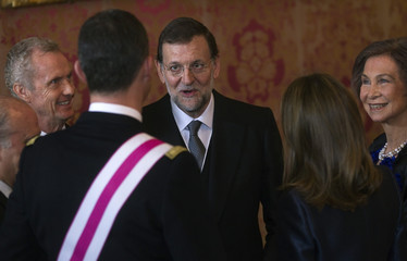 Spain's politicians and the royal family talk during Epiphany Day celebrations in Madrid