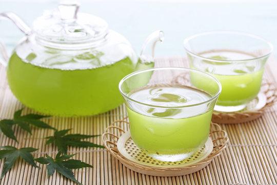 冷たい緑茶 青モミジ