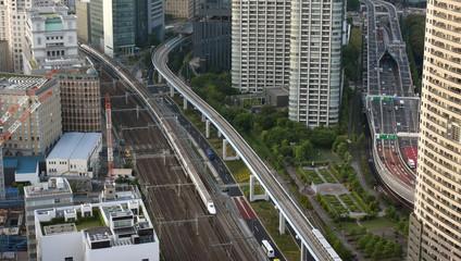 日本・東京の都市景観(高速道路と高速鉄道)