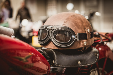 Retro Bikehelm mit Motorradbrille