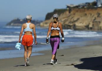 Women workout along the ocean in Solana Beach