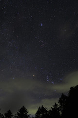 山小屋から、夏の深夜の冬の星座たち