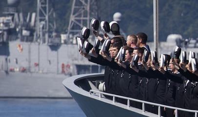 New Zealand sailors raise their hats to Canadian Governor General Jean during Fleet Review in Victoria