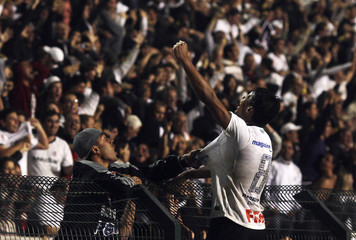 Paulinho of Corinthians celebrates after scoring against Brazil's Vasco da Gama during their Copa Libertadores soccer match in Sao Paulo