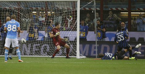 Napoli's Campagnaro shoots and scores past Inter Milan goalkeeper Julio Cesar during their Italian Serie A soccer match at Giuseppe Meazza stadium in Milan