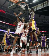 Chicago Bulls center Joakim Noah and Los Angeles Lakers center Dwight Howard fight for a loose ball during the second half of their NBA basketball game in Chicago