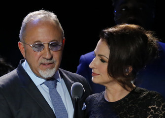Emilio and Gloria Estefan speak before the arrival of Pope Francis at Madison Square Garden in New York