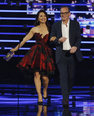 Presenters Wen and Gregg take the stage at the People's Choice Awards 2016 in Los Angeles