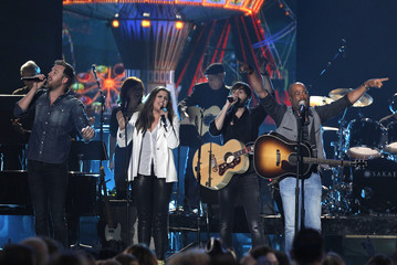"""Singer Darius Rucker performs """"Wagon Wheel"""" with Lady Antebellum at the 49th Annual Academy of Country Music Awards in Las Vegas"""