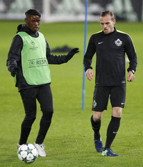 Club Brugge's Laurens De Bock and Anthony Limbombe during training