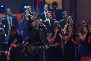 Alejandro Sanz performs La Musica No Se Toca during the 14th Latin Grammy Awards in Las Vegas