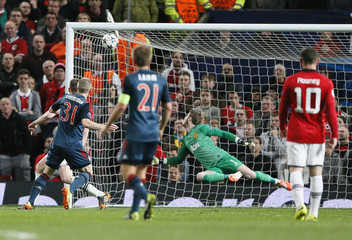Bayern Munich's Schweinsteiger scores against Manchester United's de Gea during their Champions League quarter-final first leg soccer match at Old Trafford in Manchester