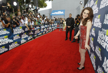 Actress Kristen Stewart arrives at the 2011 MTV Movie Awards in Los Angeles