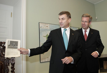 Estonia's Prime Minister Ansip shows his office to Germany's President Wulff in Tallinn