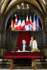 British Foreign Secretary Hammond signs the Golden Book of the city of Luebeck