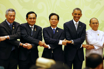 Heads of state hold hands at the start of the 2nd ASEAN-US Summit in Naypyitaw