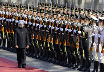 India's Prime Minister Manmohan Singh inspects the guard of honour during a welcome ceremony in Beijing