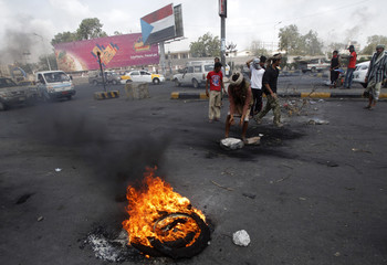 Supporters of the separatist Southern Movement block a street in the southern Yemeni port city of Aden