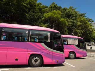 駐車場に並ぶ観光バス