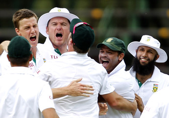 Morkel of South Africa celebrates with Smith, Prince and Amla after the dismissal of Australia's Ponting during the fifth day of the second cricket test in Johannesburg
