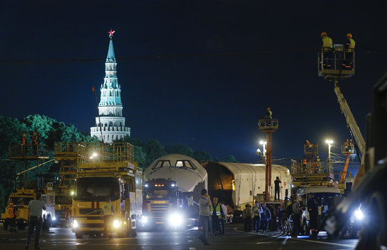 Life-sized model of Soviet-made Buran space orbiter is being transported to VDNKh through the streets of Moscow