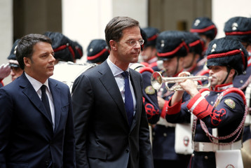 Italian Prime Minister Renzi and Dutch Prime Minister Rutte review the honour guards at Chigi palace in Rome