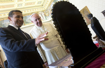 Pope Francis exchanges gifts with Peru's President Ollanta Humala during a private audience at the Vatican