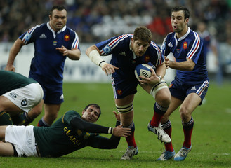 France's Pape escapes South Africa's Pienaar during their rugby test match at the Stade de France in Saint-Denis