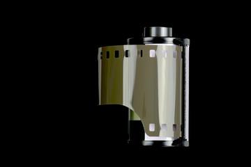 Kleinbildpatrone mit Filmstreifen auf schwarzem Hintergrund mit Textfreifeld