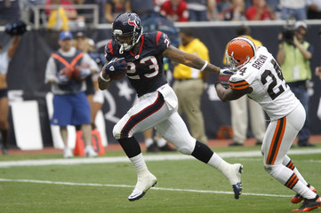 Houston Texans running back Arian Foster scores a touchdown as he breaks away from Cleveland Browns defensive back Sheldon Brown.