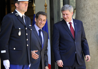 France's President Sarkozy speaks with Canadian Prime Minister Harper at the Elysee Palace in Paris