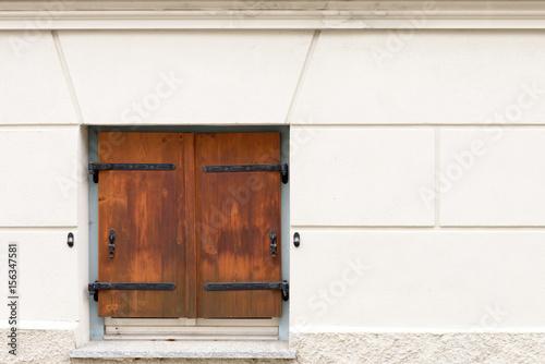 fensterladen aus holz imagens e fotos de stock royalty. Black Bedroom Furniture Sets. Home Design Ideas