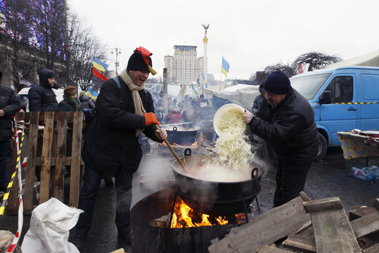 Protesters make borshch, Ukrainian traditional soup, at Independence Square in Kiev