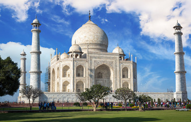 Fototapete - Historic Taj Mahal with blue sky and clouds - A white marble mausoleum designated as the UNESCO World heritage site.