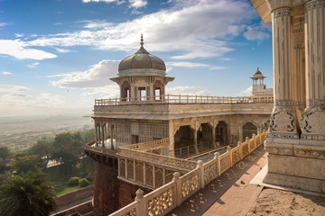 In de dag Vestingwerk Agra fort view of Musamman Burj dome. Agra fort is a UNESCO world heritage site and a classic example of Mughal architecture in India.
