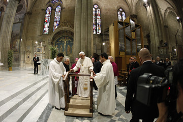 Pope Benedict XVI arrives to visit Arezzo's cathedral during his pastoral visit