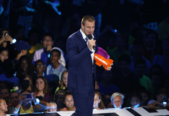 """NFL football player Rob Gronkowski accepts the award for """"Biggest Powerhouse"""" at the Kids Choice Sport 2016 awards in Los Angeles"""