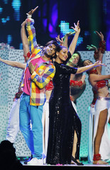 Sonakshi Sinha and Ranvir Singh perform after winning Debut Male and Female during the IIFA awards show in Toronto