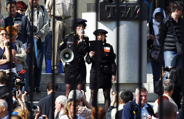 Czech activists dressed as Chilean police officers in Prague demand Czech President Klaus to return a ceremonial pen he pocketed during his recent trip to Chile