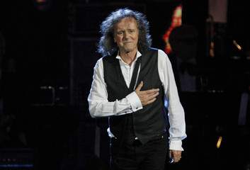 Donovan thanks the audience after being inducted into the Rock n' Roll Hall of Fame during the 2012 induction ceremony in Cleveland, Ohio
