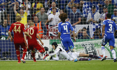 Chelsea's goalkeeper Cech saves a penalty of Bayern Munich's Robben during their Champions League final soccer match at the Allianz Arena in Munich