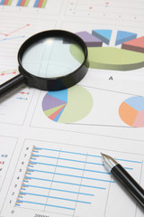 ビジネスイメージ ペンと資料
