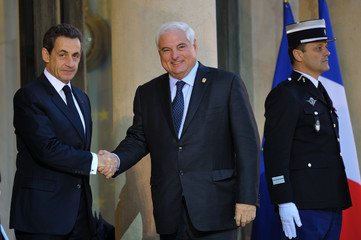 France's President Sarkozy welcomes Panama's President Martinelli at the Elysee Palace in Paris