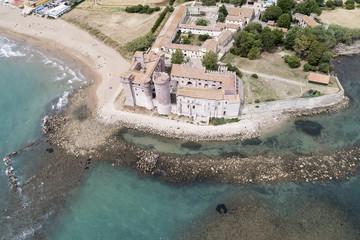 Vista aerea del castello di Santa Severa a Roma